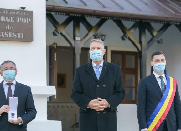 """Medalia Aniversară """"Centenarul Marii Uniri"""" a fost înmânată Muzeului Județean de Istorie și Arheologie Maramureș"""